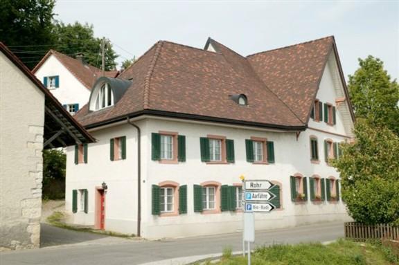 Der ehemalige Gasthof Bären im Dorfkern beherbergt heute Mietwohnungen.